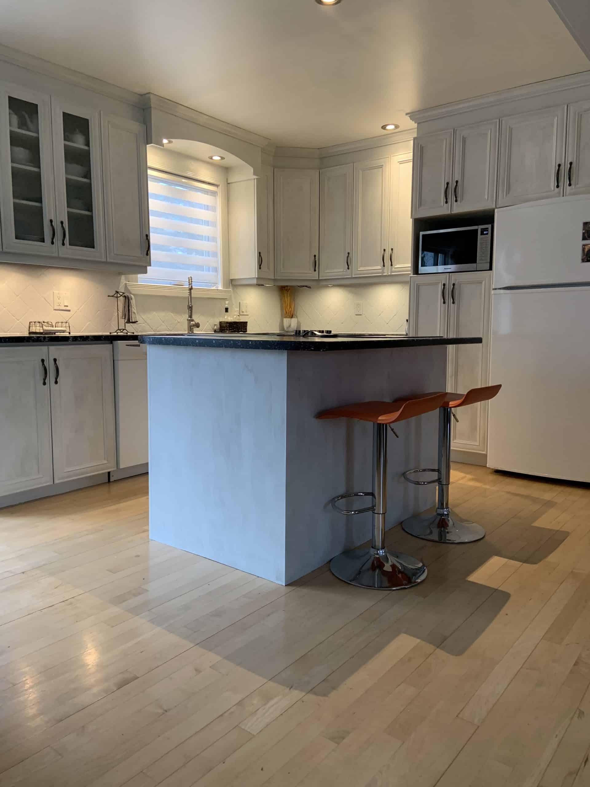 Comment repeindre des armoires de cuisine avec la peinture Colorantic - Colorantic