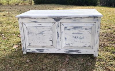 How to give an antique look to a chest