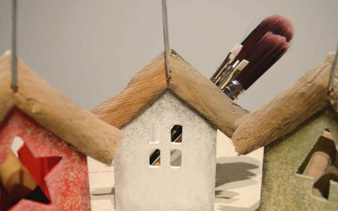 Painting wooden bird houses with chalk based paint