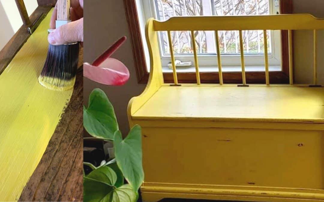 Relooking d'un banc d'entrée à la peinture à la craie