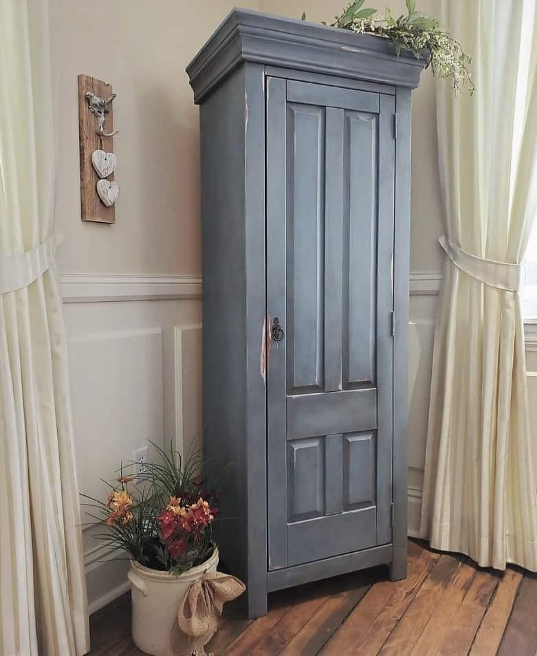 armoire avec patine