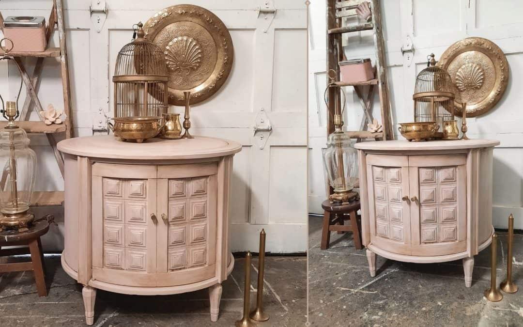 Antiquage d'une table d'appoint avec Rose des sables