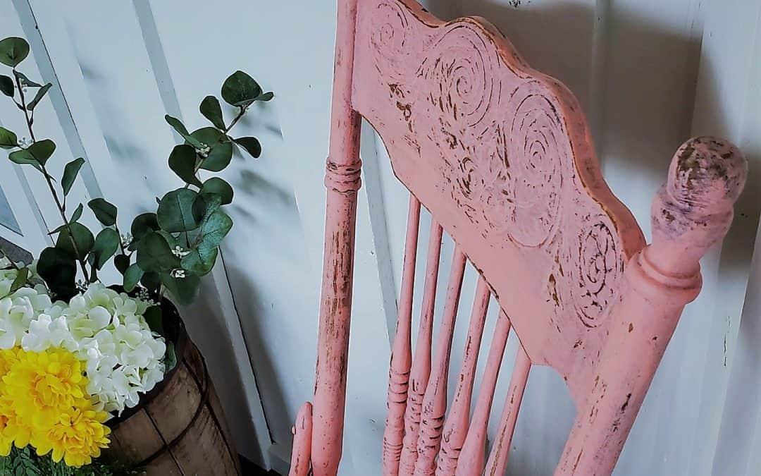 Donner de l'éclat à notre véranda en revalorisant une chaise et un ancien tiroir de cuisine