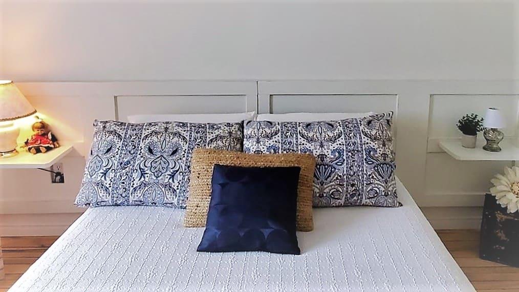 Comment transformer des portes antiques en une magnifique tête de lit