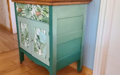 Upgrading  a small wash stand using colour gradation (blending)